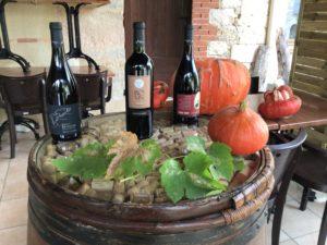 Trois bouteilles de vins rouges de la cave du restaurant Lou Cantoun de Bernard Gisquet